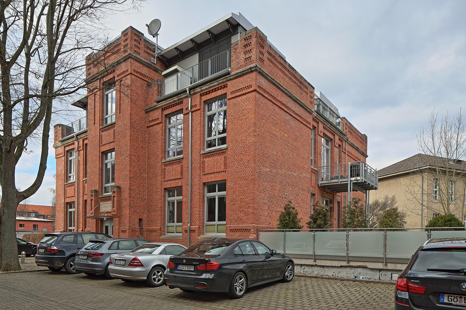 Bunsenstrasse-7-Front-Schraegansicht